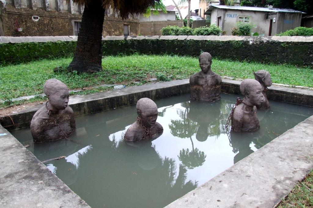 Чанг, Prison Island